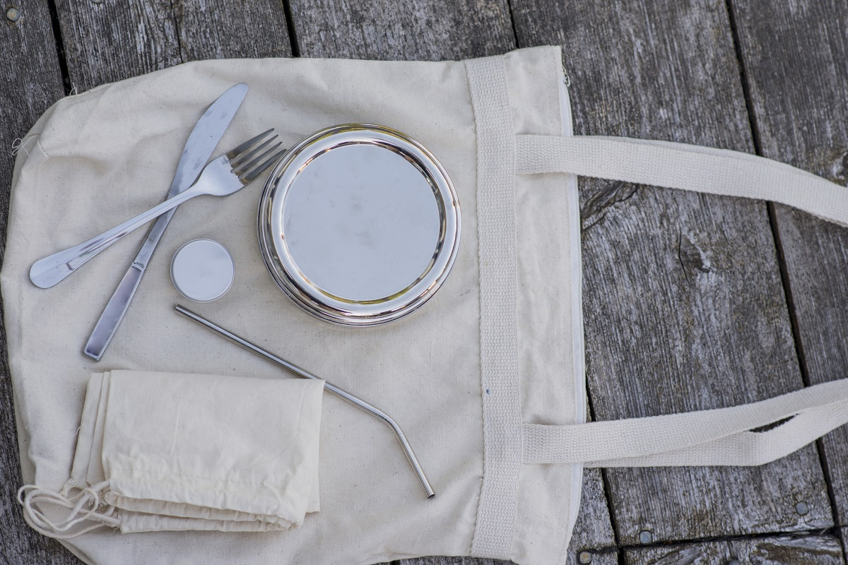 Tips on packing a zero waste, environmentally-friendly lunch.